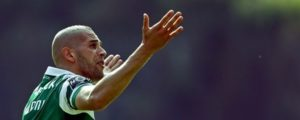 Sporting's Islam Slimani pushes for the fans during their Portuguese First League soccer match against Sporting de Braga, held in Braga, Portugal, 15th May 2016. JOSE COELHO/LUSA